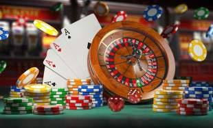 Spelmarker, spelkort, rouletthjul och tärningar